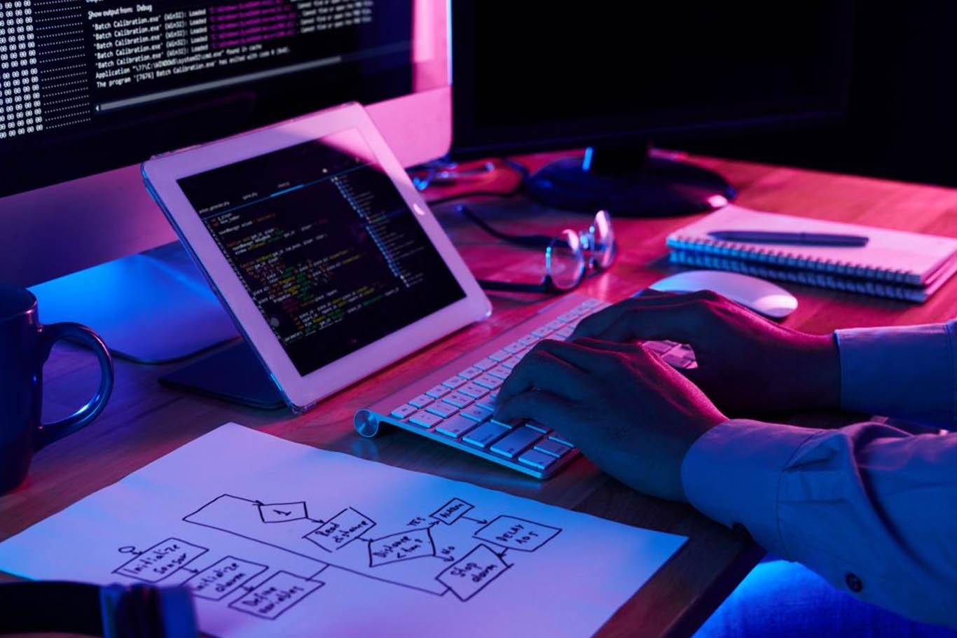 استخدام برنامه نویس وب در شرکت توسعه وب فرتاک